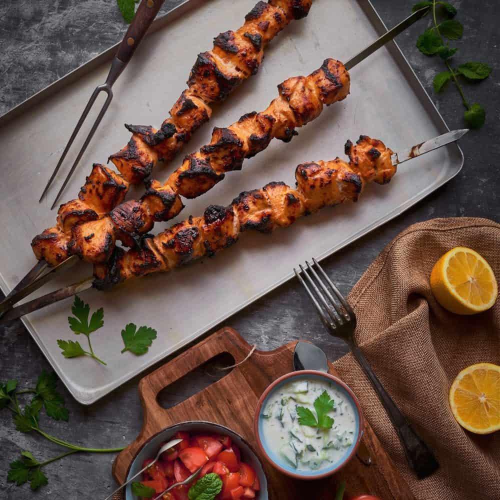 Tandoori Chicken Spieße mit Joghurt-Minz Dip